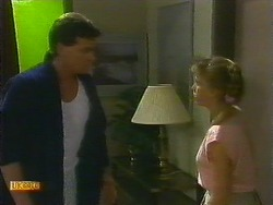 Des Clarke, Bronwyn Davies in Neighbours Episode 0885