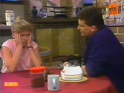 Bronwyn Davies, Des Clarke in Neighbours Episode 0886