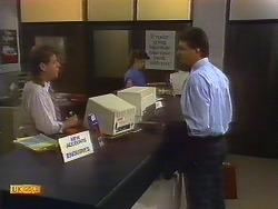 Larry Spencer, Des Clarke in Neighbours Episode 0886