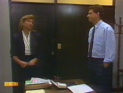 Penelope Porter, Des Clarke in Neighbours Episode 0886
