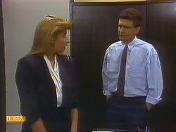 Penelope Porter, Des Clarke in Neighbours Episode 0887