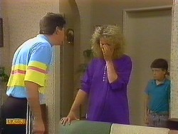 Joe Mangel, Noelene Mangel, Toby Mangel in Neighbours Episode 0887