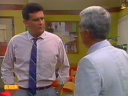 Des Clarke, Kenneth Muir in Neighbours Episode 0898