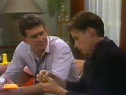 Des Clarke, Mike Young in Neighbours Episode 0899