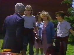 Kenneth Muir, Nick Page, Vanessa Bailey, Sharon Davies, Todd Landers in Neighbours Episode 0900