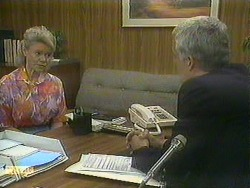 Helen Daniels, Kenneth Muir in Neighbours Episode 0901