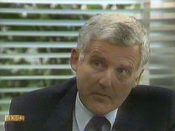 Kenneth Muir in Neighbours Episode 0901