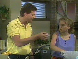 Des Clarke, Bronwyn Davies in Neighbours Episode 0902