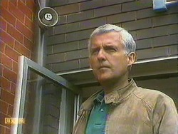 Kenneth Muir in Neighbours Episode 0902