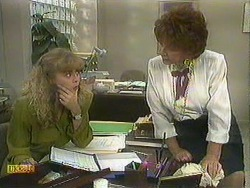 Jane Harris, Gloria Lewis in Neighbours Episode 0903