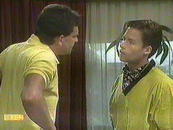 Des Clarke, Mike Young in Neighbours Episode 0904