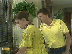 Mike Young, Des Clarke in Neighbours Episode 0904