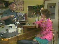 Harold Bishop, Gloria Lewis in Neighbours Episode 0905