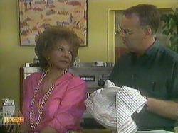 Gloria Lewis, Harold Bishop in Neighbours Episode 0905