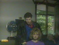 Mike Young, Jenny Owens in Neighbours Episode 0905