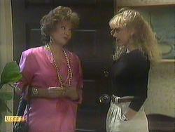 Gloria Lewis, Jane Harris in Neighbours Episode 0906