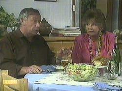 Rob Lewis, Gloria Lewis in Neighbours Episode 0906