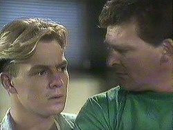 Scott Robinson, Des Clarke in Neighbours Episode 0907