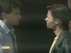 Des Clarke, Mike Young in Neighbours Episode 0907