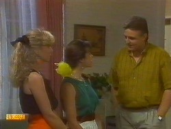 Jane Harris, Kerry Bishop, Glen Matheson in Neighbours Episode 0909