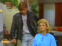 Mike Young, Jenny Owens in Neighbours Episode 0911