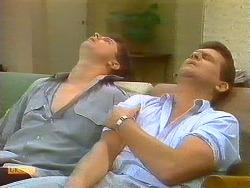 Joe Mangel, Des Clarke in Neighbours Episode 0911