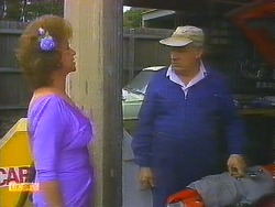 Gloria Lewis, Rob Lewis in Neighbours Episode 0913