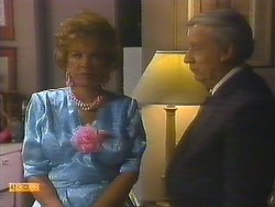 Gloria Lewis, Rob Lewis in Neighbours Episode 0914