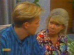Scott Robinson, Helen Daniels in Neighbours Episode 0915