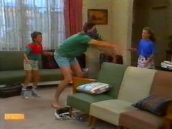 Toby Mangel, Joe Mangel, Katie Landers in Neighbours Episode 0917