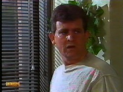 Des Clarke in Neighbours Episode 0917