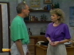 Jim Robinson, Beverly Marshall in Neighbours Episode 0922
