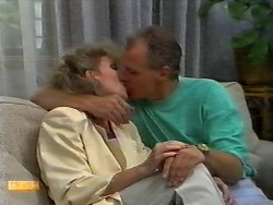 Beverly Robinson, Jim Robinson in Neighbours Episode 0922
