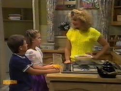 Toby Mangel, Katie Landers, Noelene Mangel in Neighbours Episode 0927