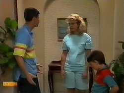 Joe Mangel, Noelene Mangel, Toby Mangel in Neighbours Episode 0927