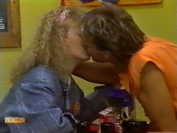 Sharon Davies, Nick Page in Neighbours Episode 0932