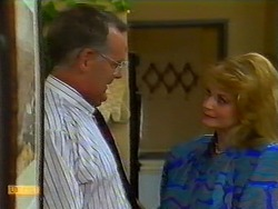 Harold Bishop, Betty Bristow in Neighbours Episode 0933