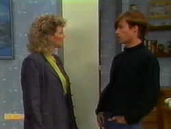 Beverly Robinson, Mike Young in Neighbours Episode 0933