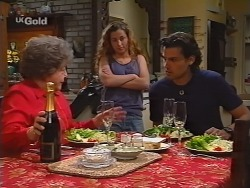 Marlene Kratz, Bianca Zanotti, Sam Kratz in Neighbours Episode 2300