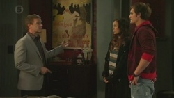 Paul Robinson, Jade Mitchell, Kyle Canning in Neighbours Episode 6476