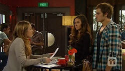 Sonya Rebecchi, Jade Mitchell, Kyle Canning in Neighbours Episode 6481