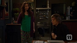 Kate Ramsay, Andrew Robinson in Neighbours Episode 6484