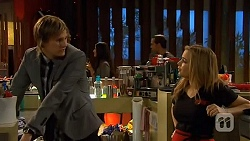 Andrew Robinson, Natasha Williams in Neighbours Episode 6485