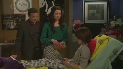 Paul Robinson, Kate Ramsay, Sophie Ramsay in Neighbours Episode 6486