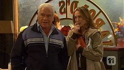 Lou Carpenter, Sonya Mitchell in Neighbours Episode 6490