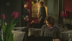 Chris Pappas, Andrew Robinson, Sophie Ramsay in Neighbours Episode 6510