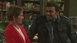 Susan Kennedy, Ajay Kapoor in Neighbours Episode 6514