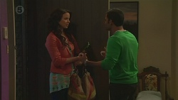 Kate Ramsay, Ajay Kapoor in Neighbours Episode 6516