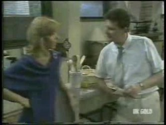 Andrea Townsend, Des Clarke in Neighbours Episode 0211