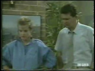 Daphne Clarke, Des Clarke in Neighbours Episode 0213